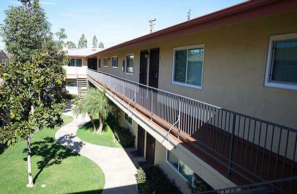 Casa De Oro Apartment complex exterior Photo
